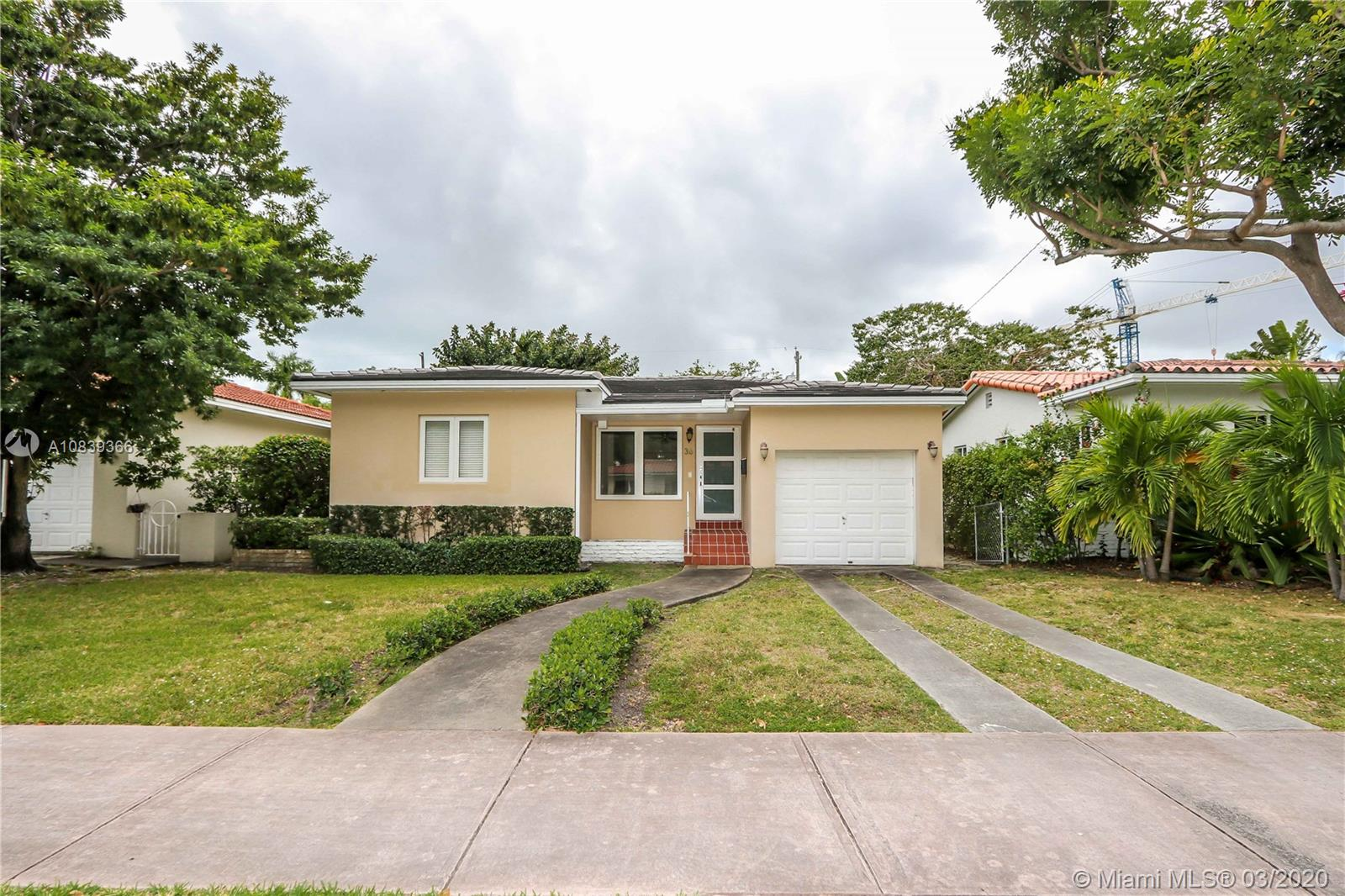 36 Sevilla Ave, Coral Gables, Florida 33134, 2 Bedrooms Bedrooms, ,1 BathroomBathrooms,Residential,For Sale,36 Sevilla Ave,A10839366