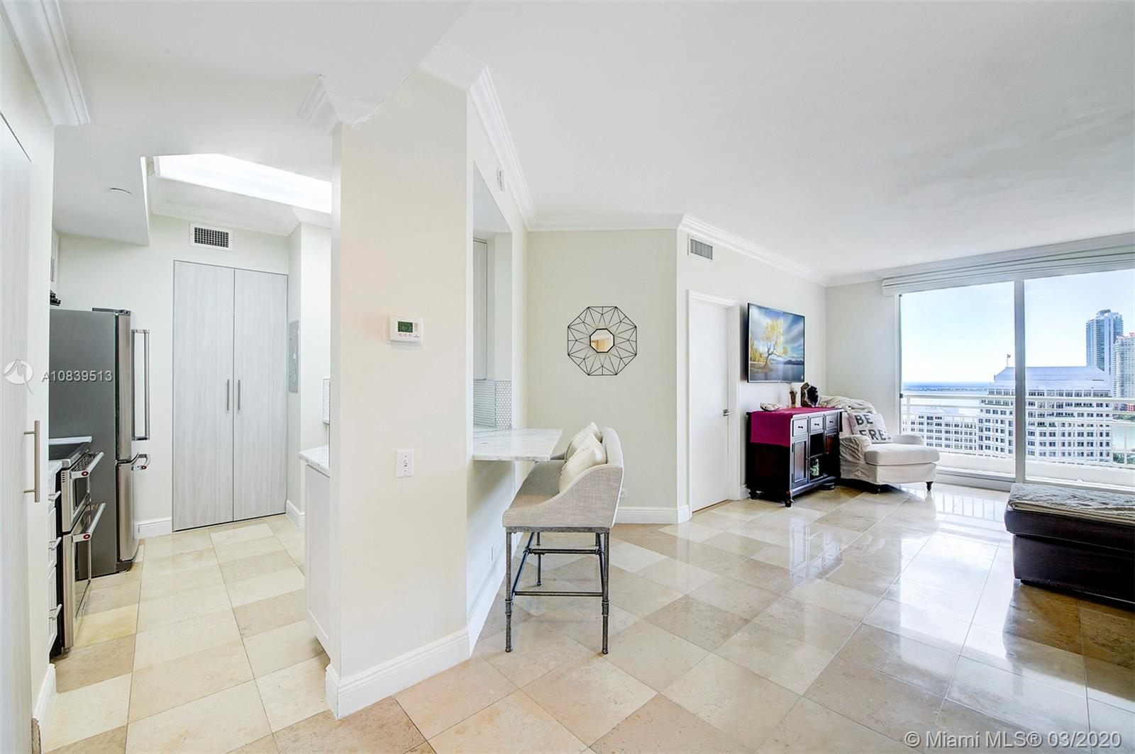 888 Brickell Key Dr #1802 photo02