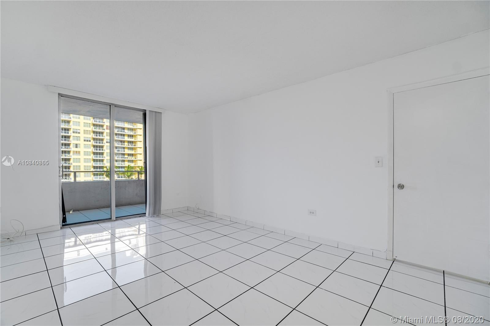 5555 Collins Ave #6W photo021