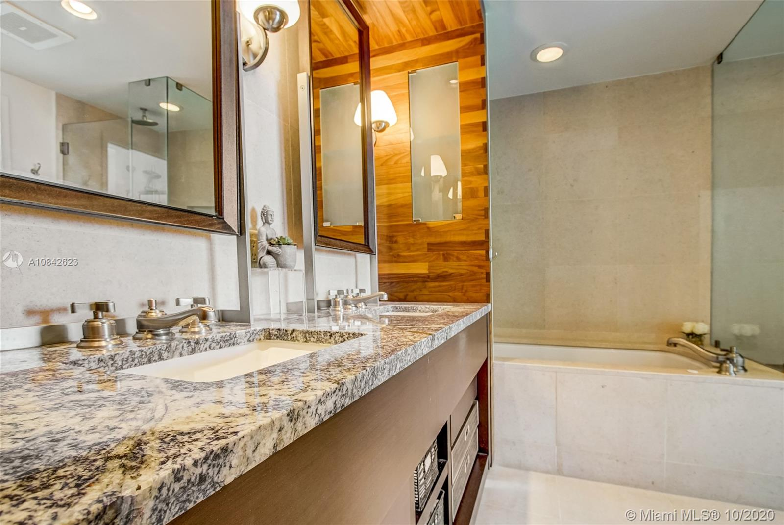 6899 Collins Ave #1710 photo022