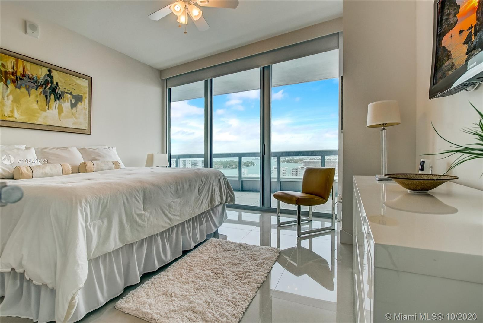 6899 Collins Ave #1710 photo03