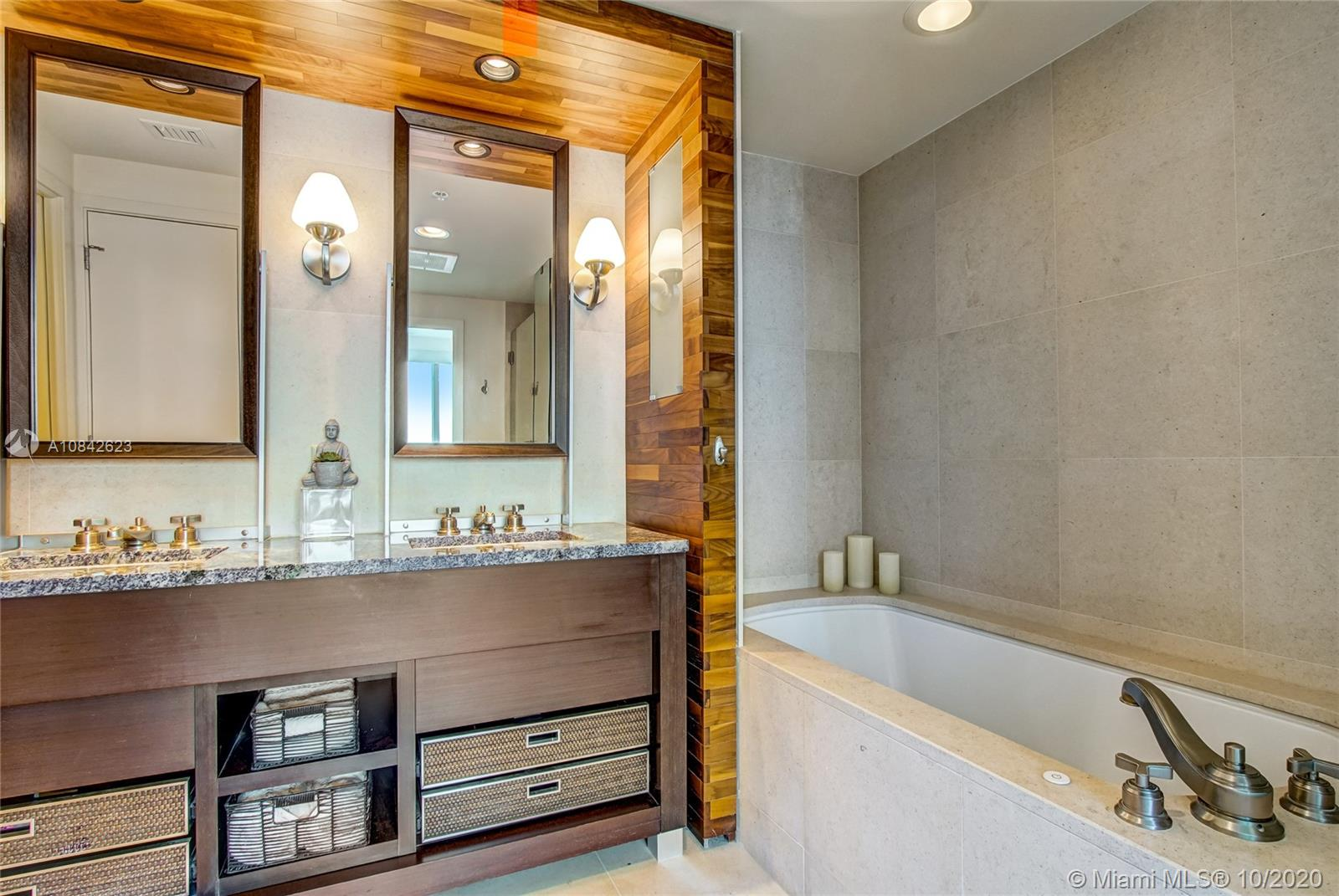 6899 Collins Ave #1710 photo020