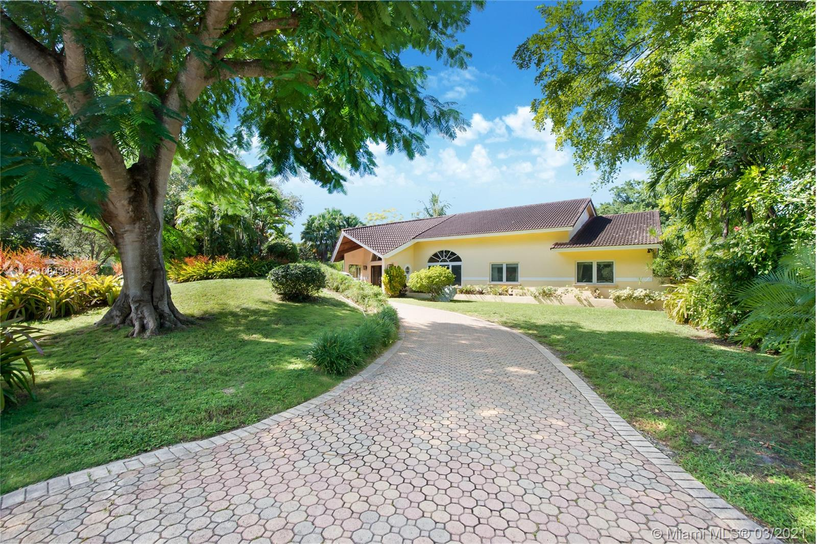 6465 S Mitchell Manor Cir, Pinecrest, Florida 33156, 5 Bedrooms Bedrooms, ,4 BathroomsBathrooms,Residential,For Sale,6465 S Mitchell Manor Cir,A10843836