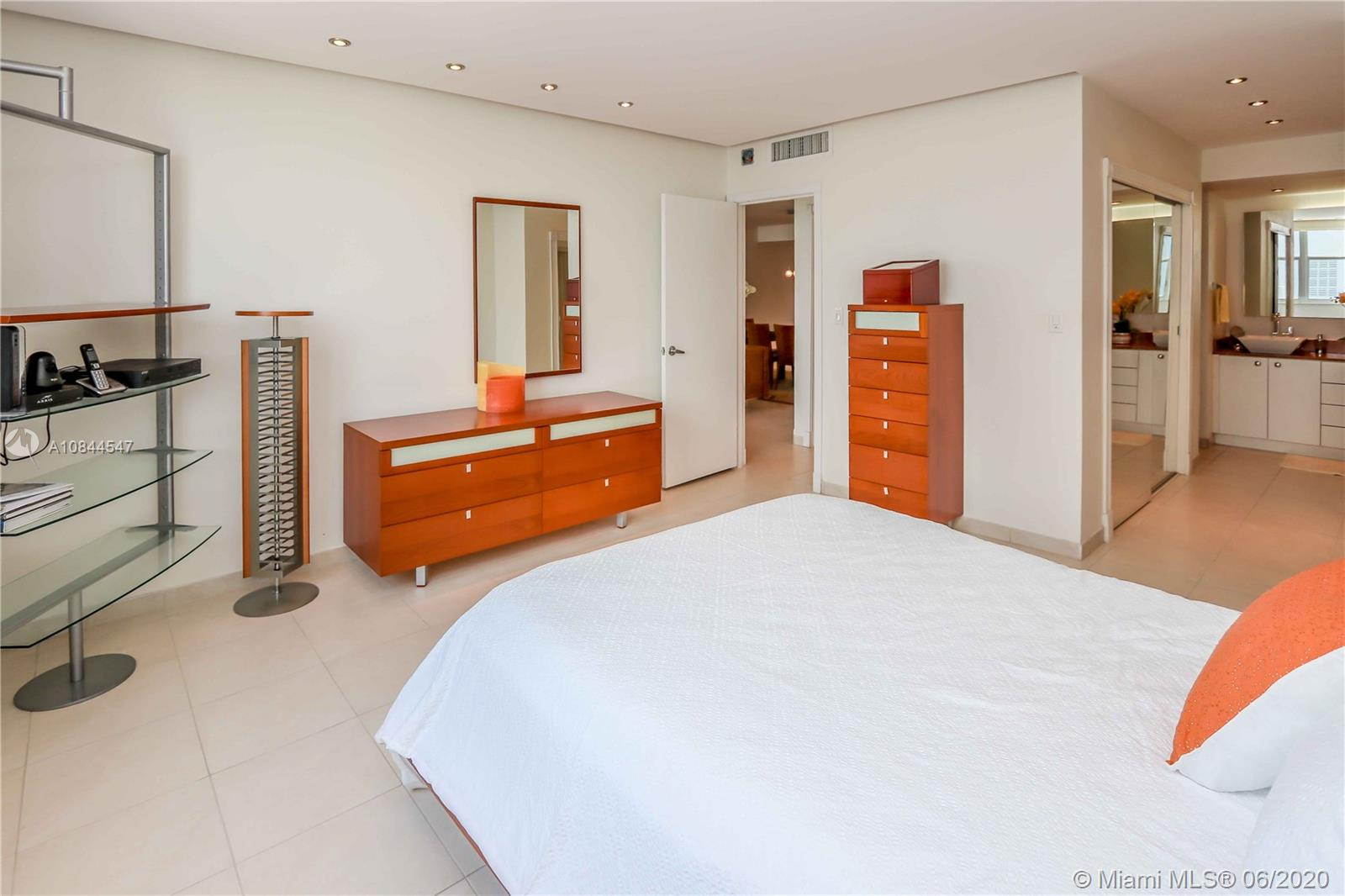 5001 Collins Ave #16E photo08