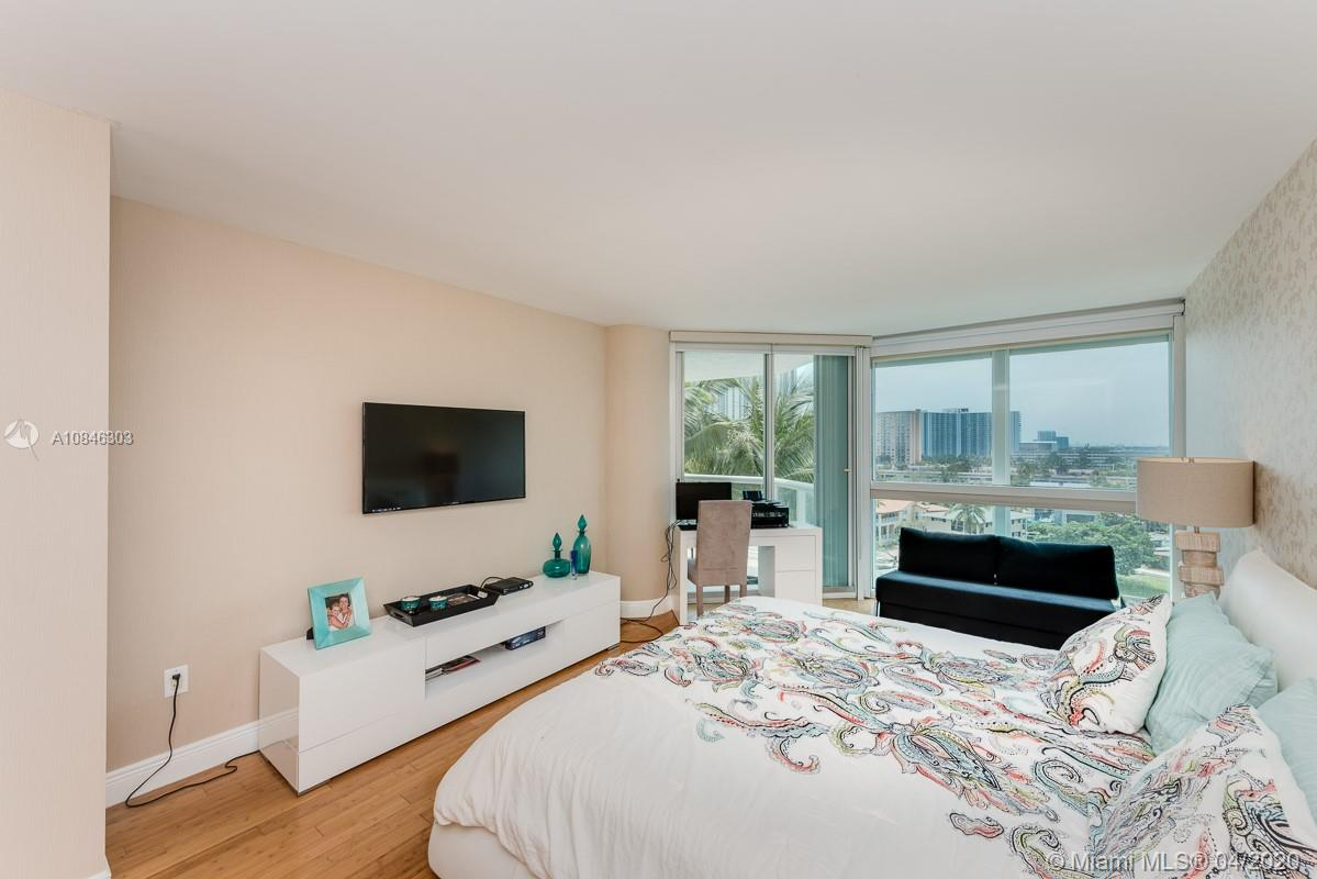 16500 Collins Ave #653 photo06