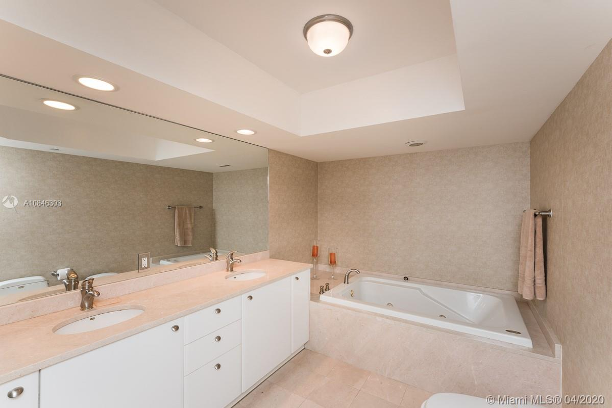 16500 Collins Ave #653 photo07