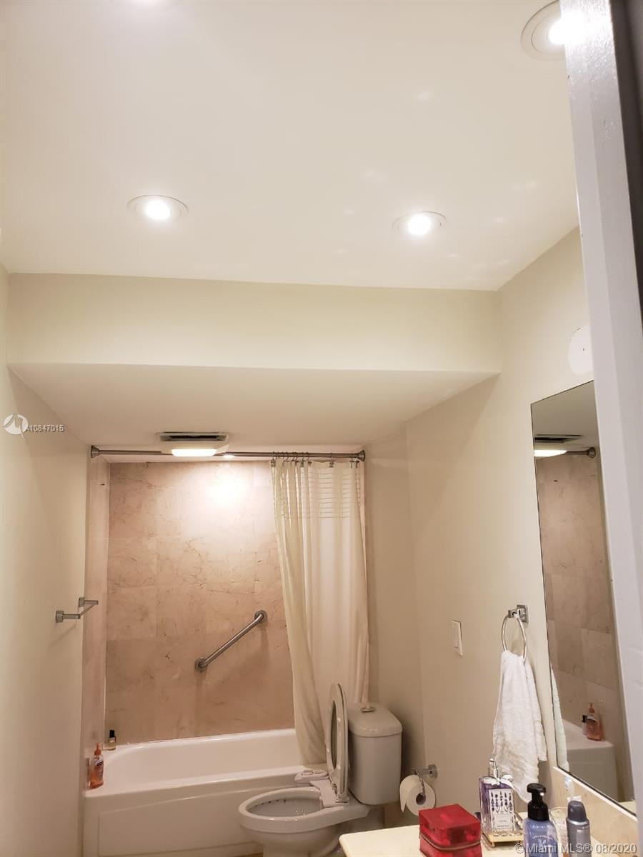 10275 Collins Ave #426 photo09