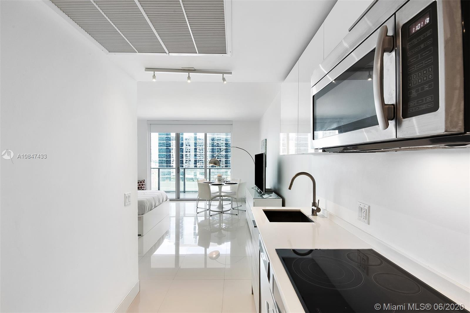 1300 Brickell Bay Dr #1900 photo04