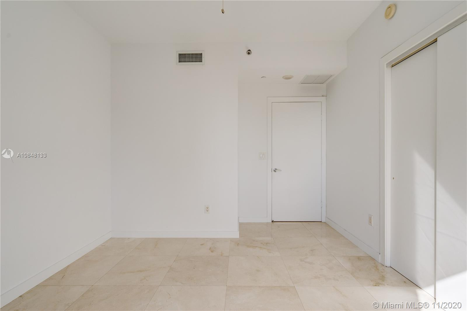 1060 Brickell Ave #3007 photo021