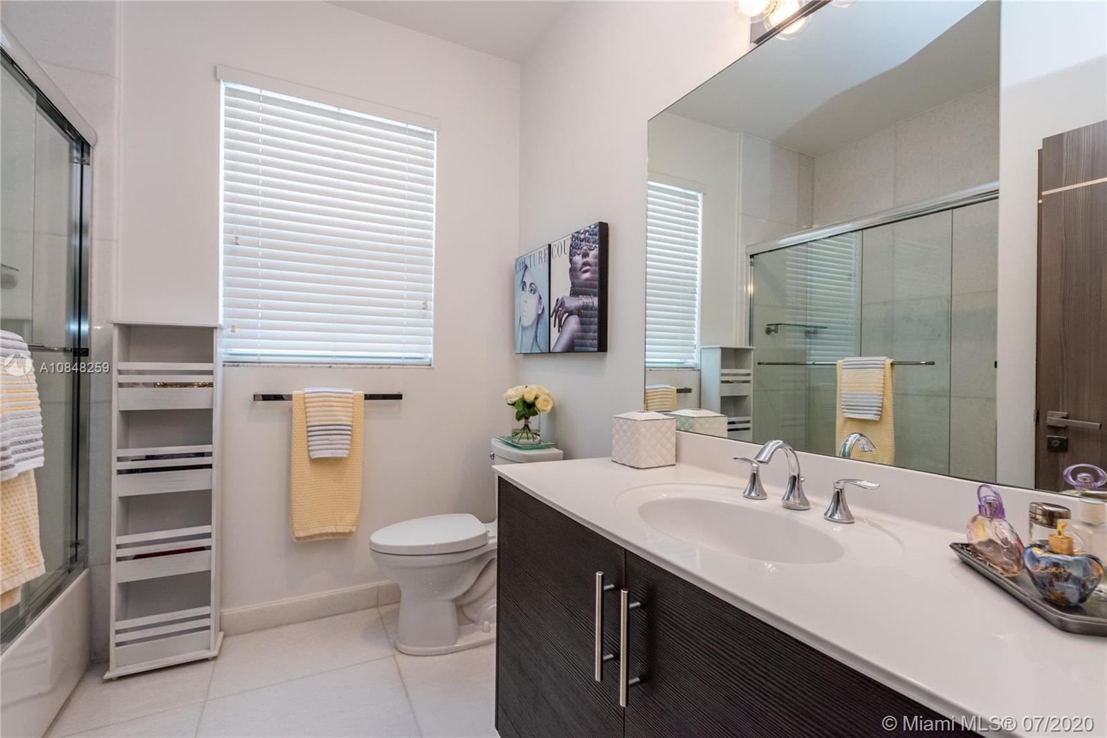 10485 NW 69th Ter photo065