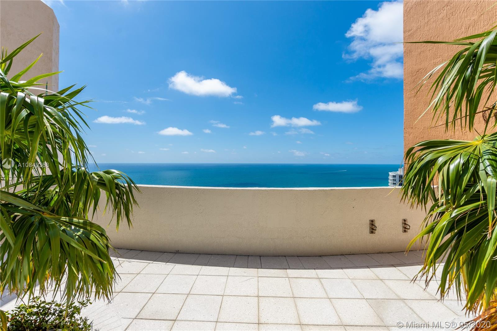 18911 Collins Ave #504 photo023