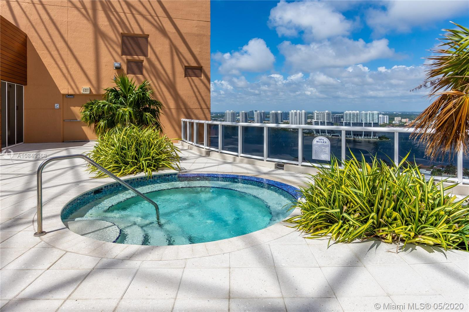 18911 Collins Ave #504 photo020