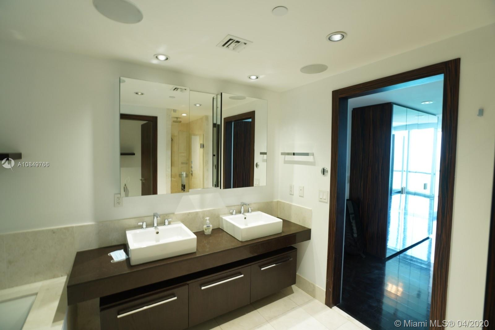 17121 Collins Ave #1104 photo038