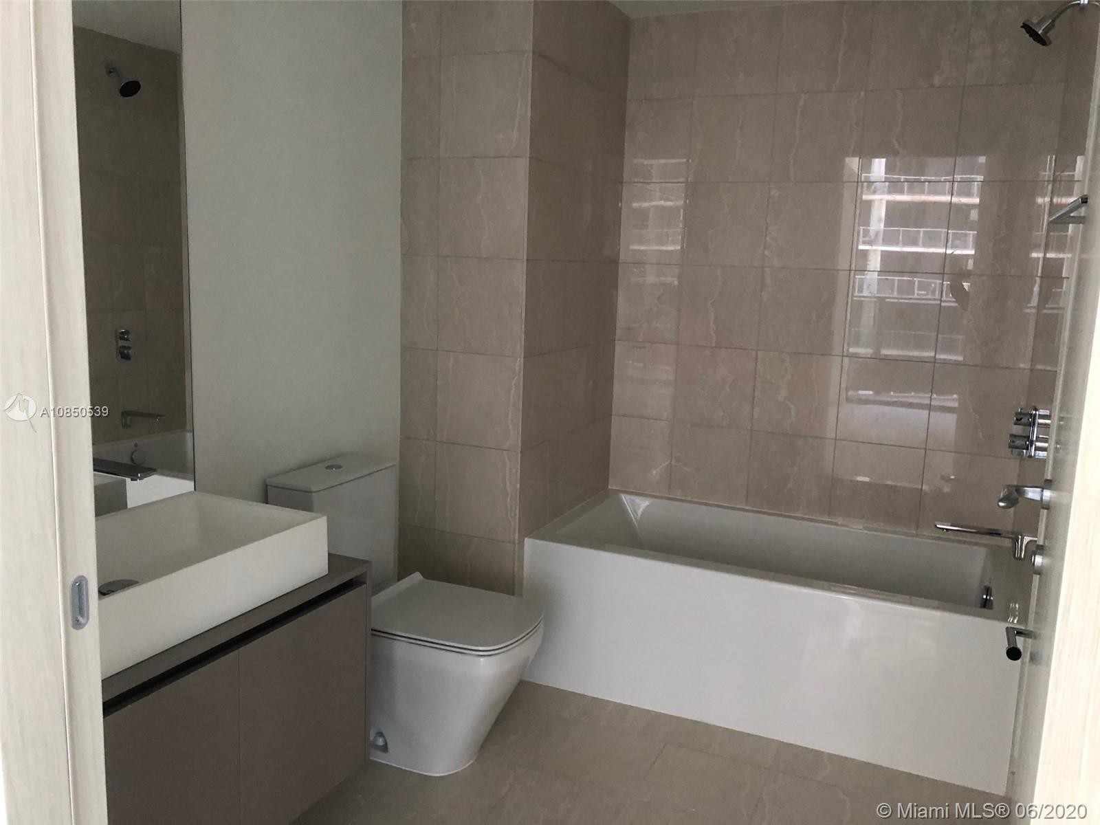 1000 Brickell Plz #4009 photo05