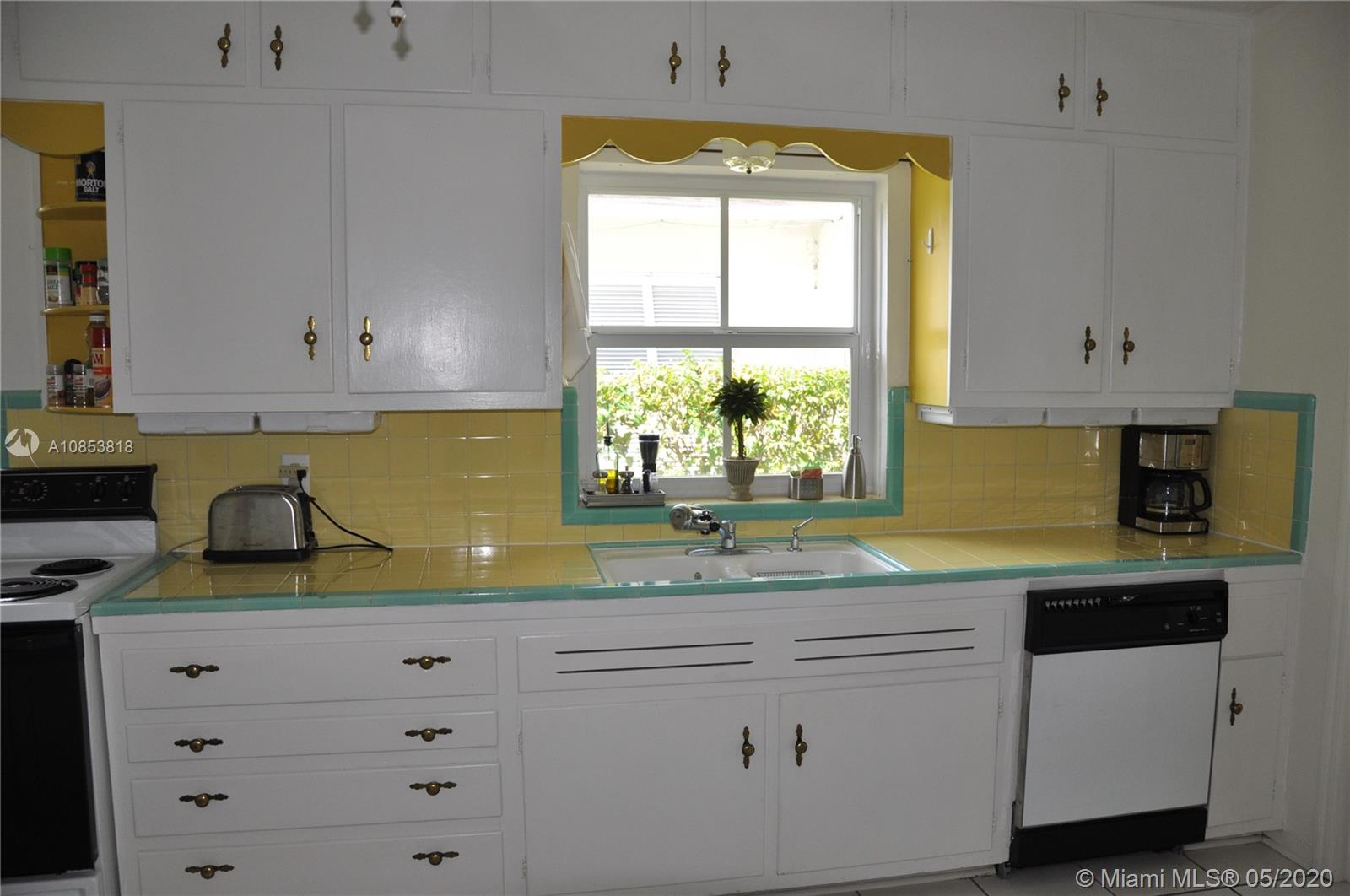 3551 Crystal Ct, Coconut Grove, Florida 33133, 2 Bedrooms Bedrooms, ,1 BathroomBathrooms,Residential,For Sale,3551 Crystal Ct,A10853818