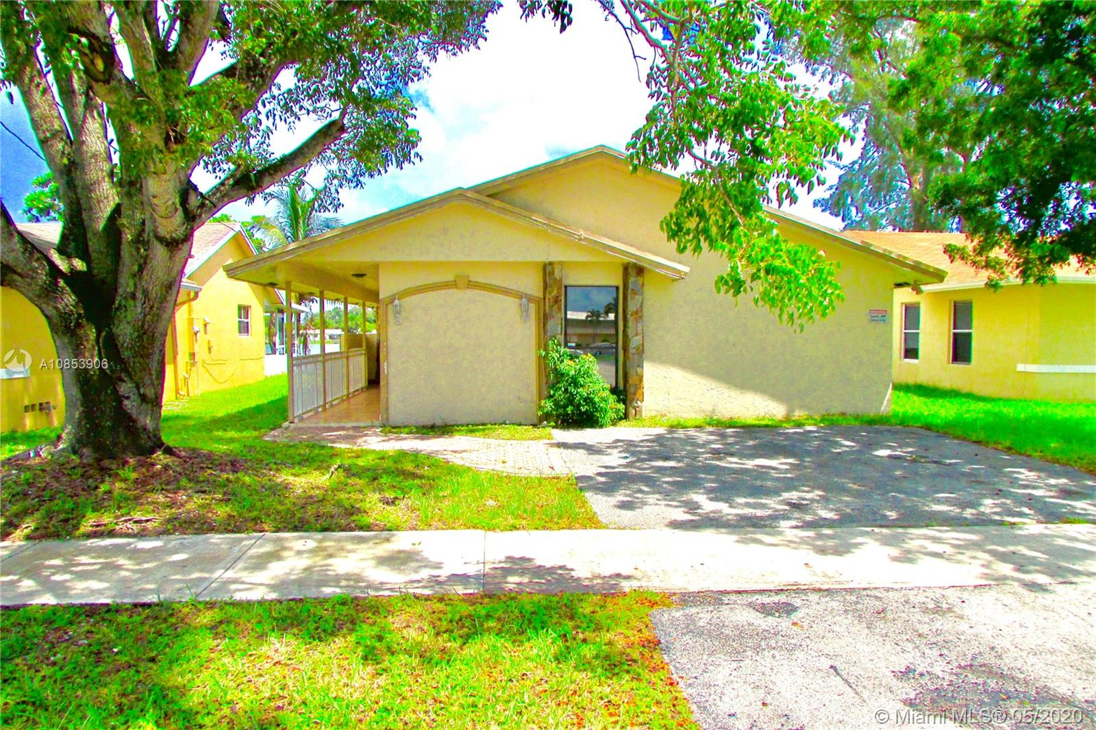 1024 SW 8th St, Hallandale Beach, Florida 33009, 3 Bedrooms Bedrooms, ,2 BathroomsBathrooms,Residential,For Sale,1024 SW 8th St,A10853906