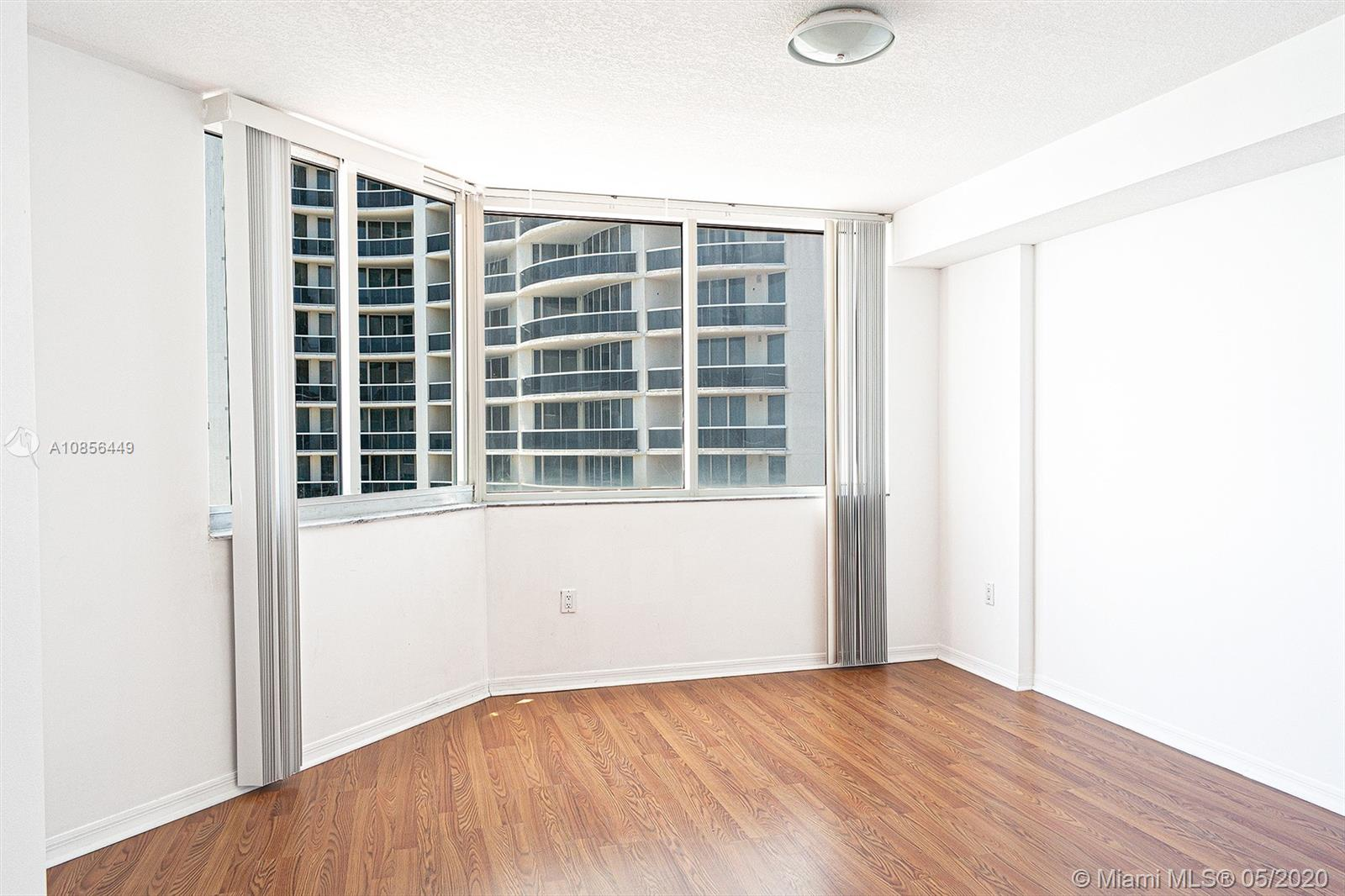 17275 Collins Ave #904 photo017
