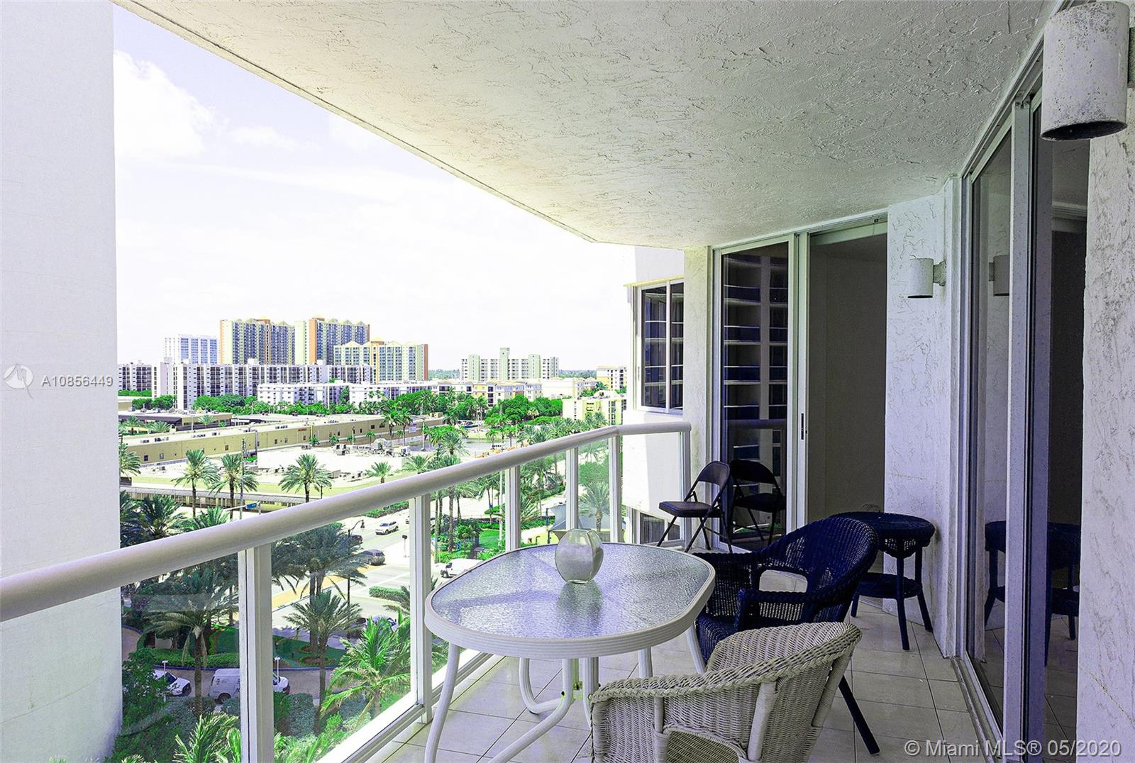 17275 Collins Ave #904 photo05