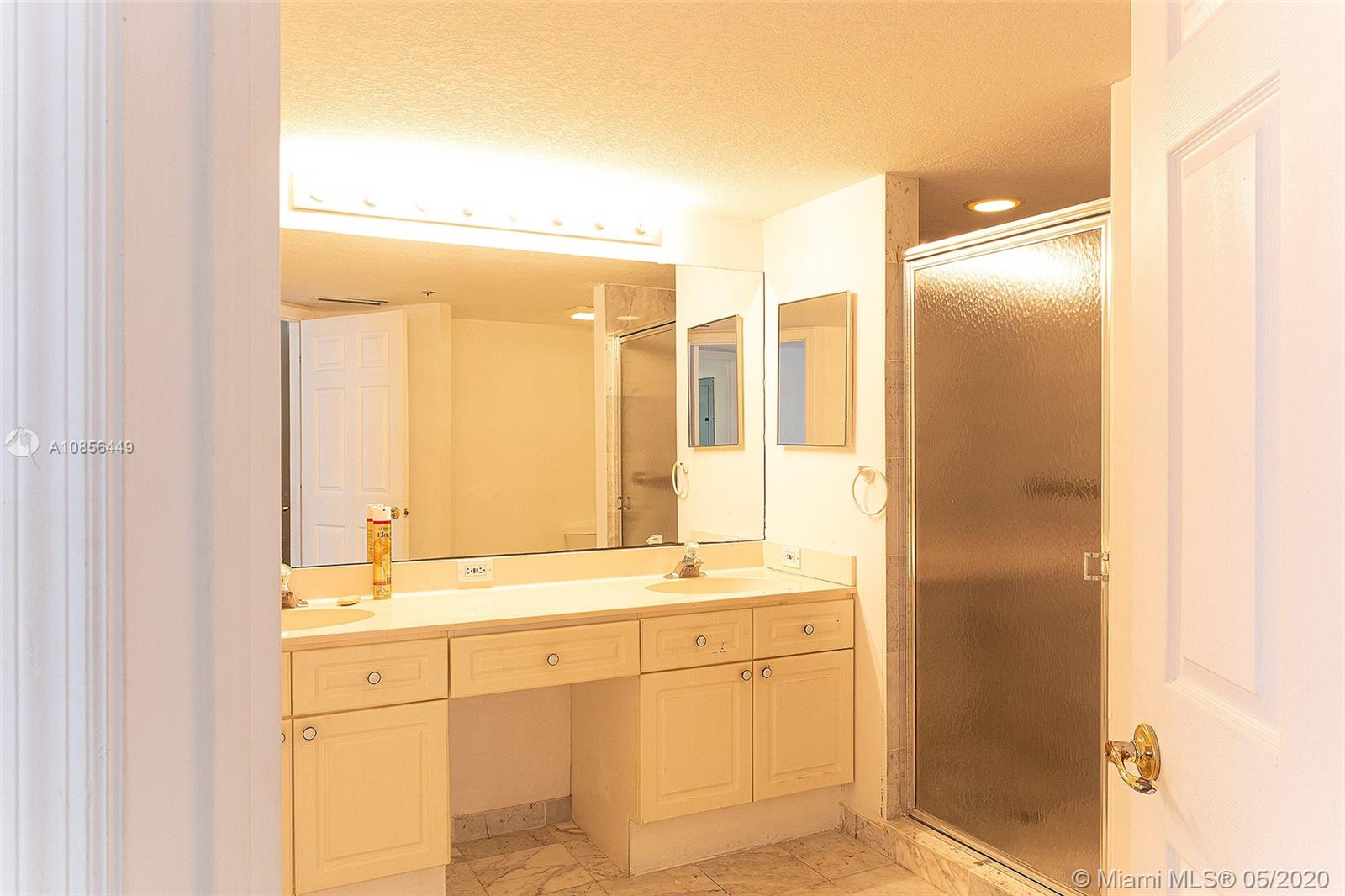 17275 Collins Ave #904 photo014