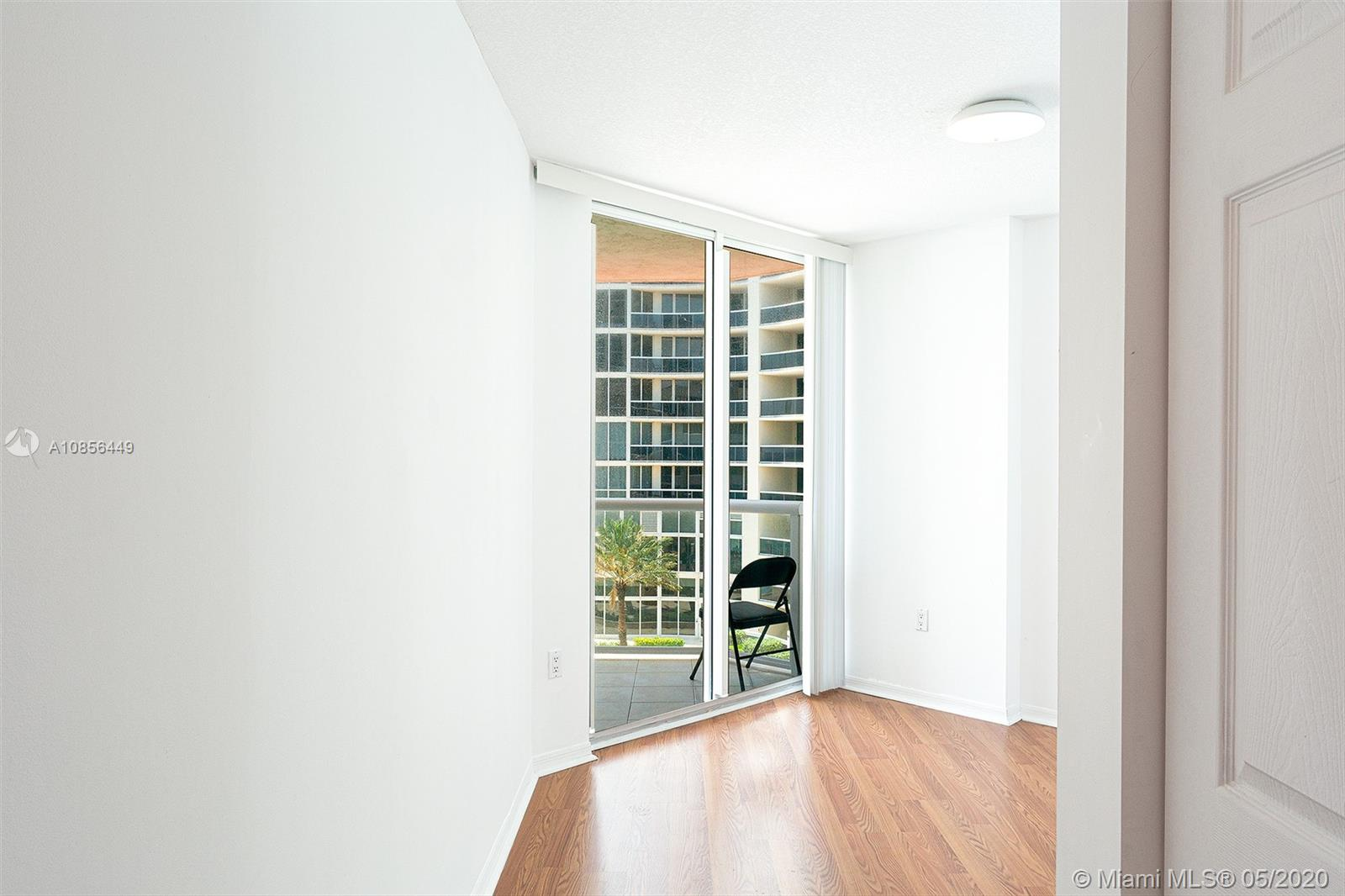 17275 Collins Ave #904 photo011