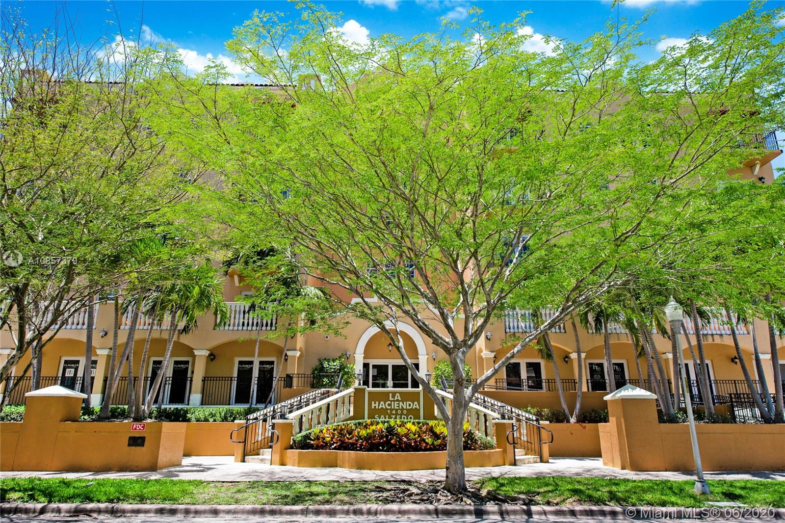 1400 Salzedo St # 305, Coral Gables, Florida 33134, 3 Bedrooms Bedrooms, ,4 BathroomsBathrooms,Residential,For Sale,1400 Salzedo St # 305,A10857379