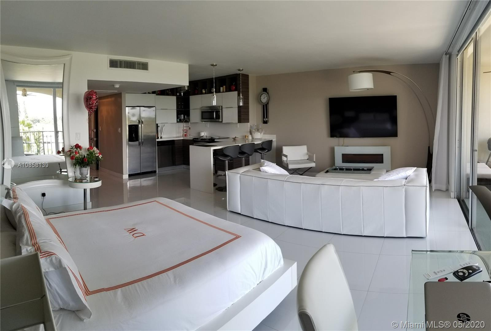 5401 Collins Ave #424 photo01