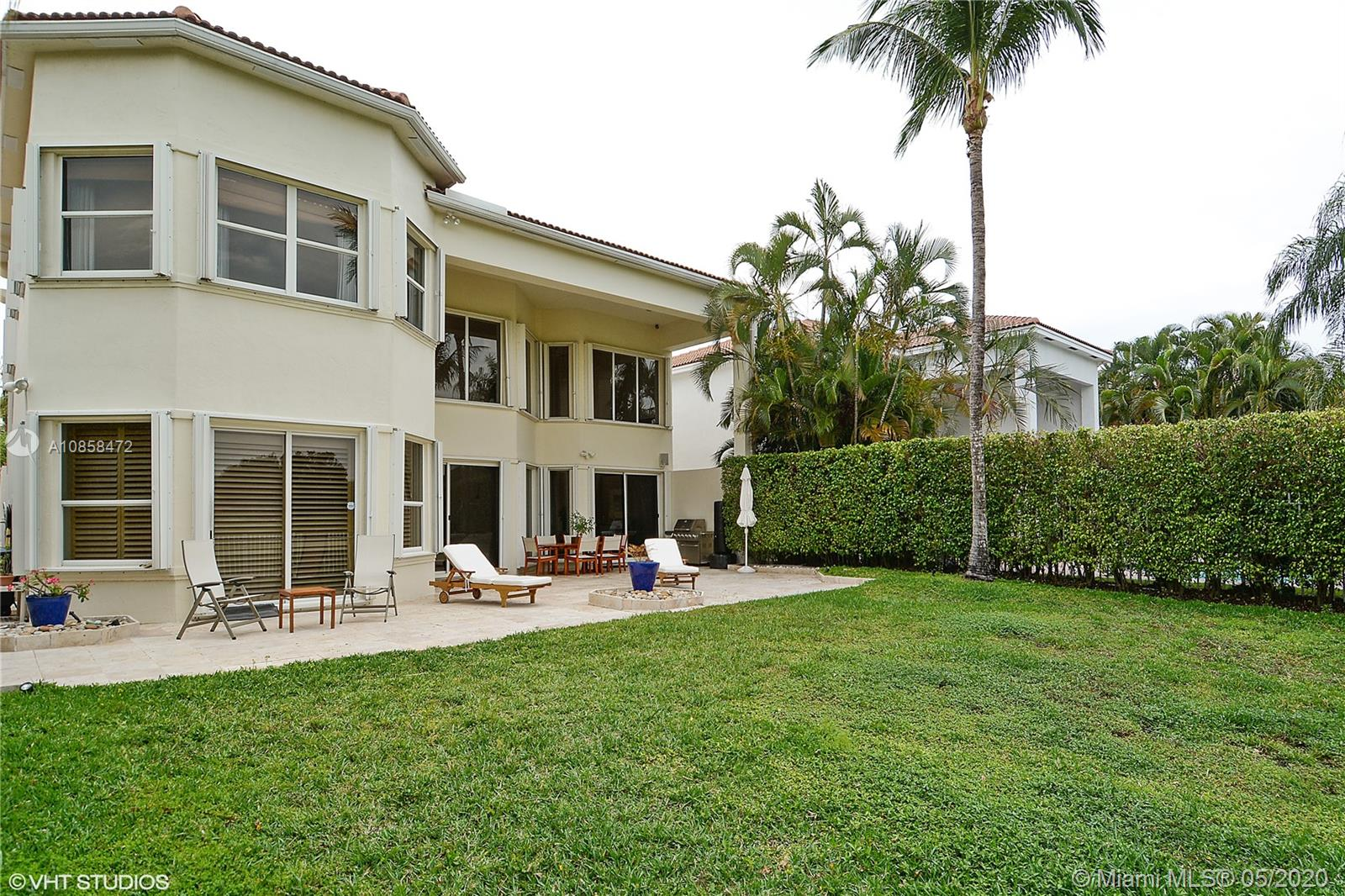 Photo of 19403 NE 17th Ave # listing for Sale