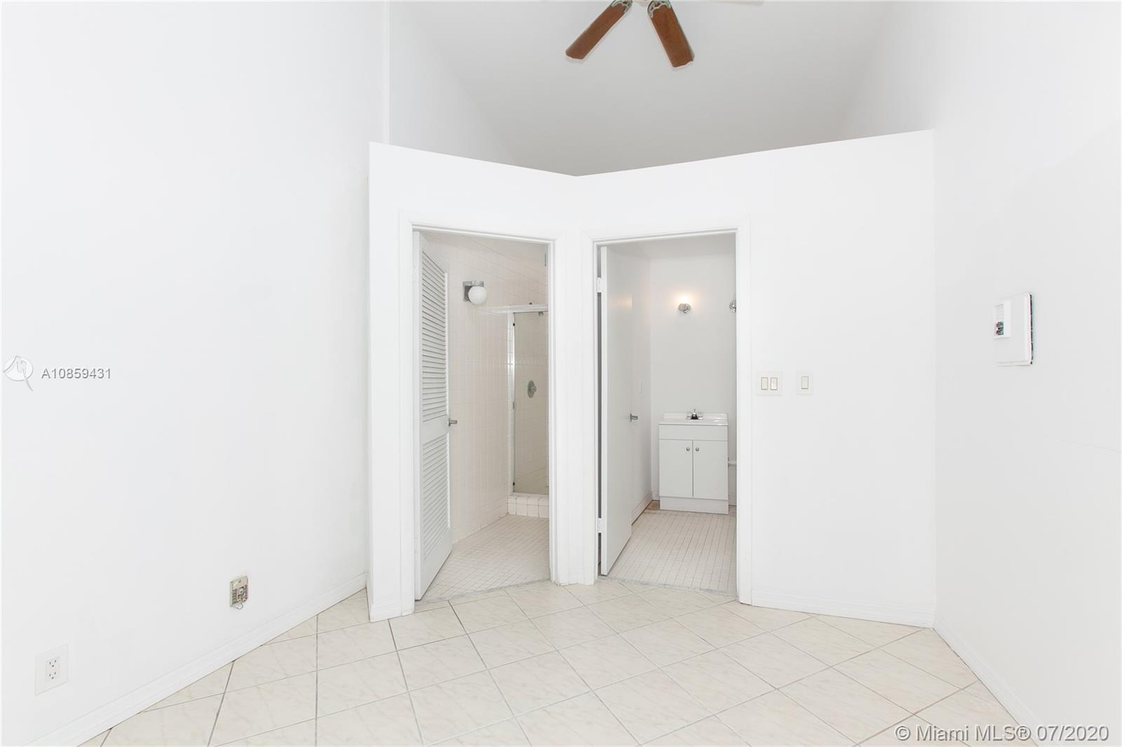 16485 Collins Ave #3 photo02