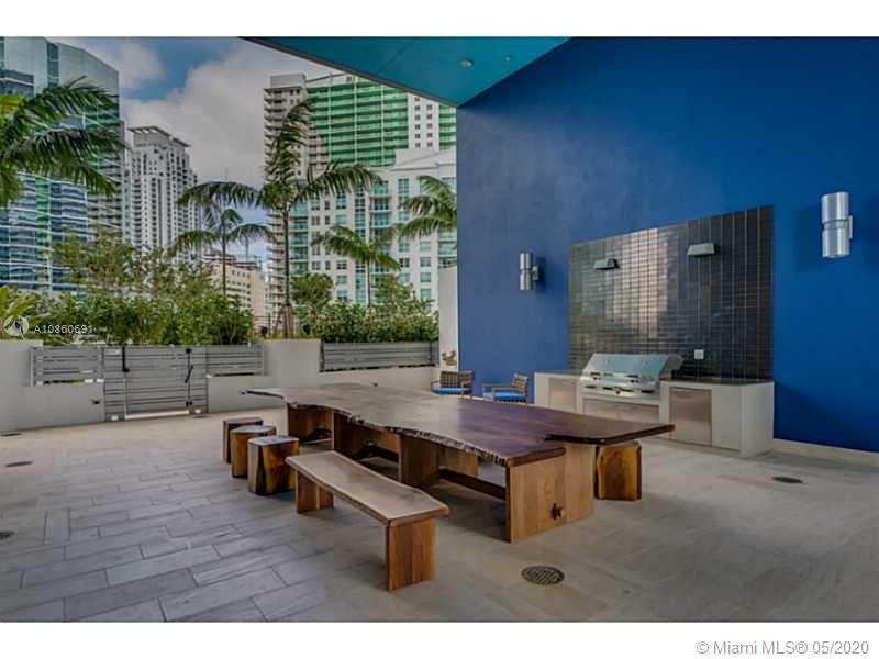 1300 Brickell Bay Dr #2807 photo04