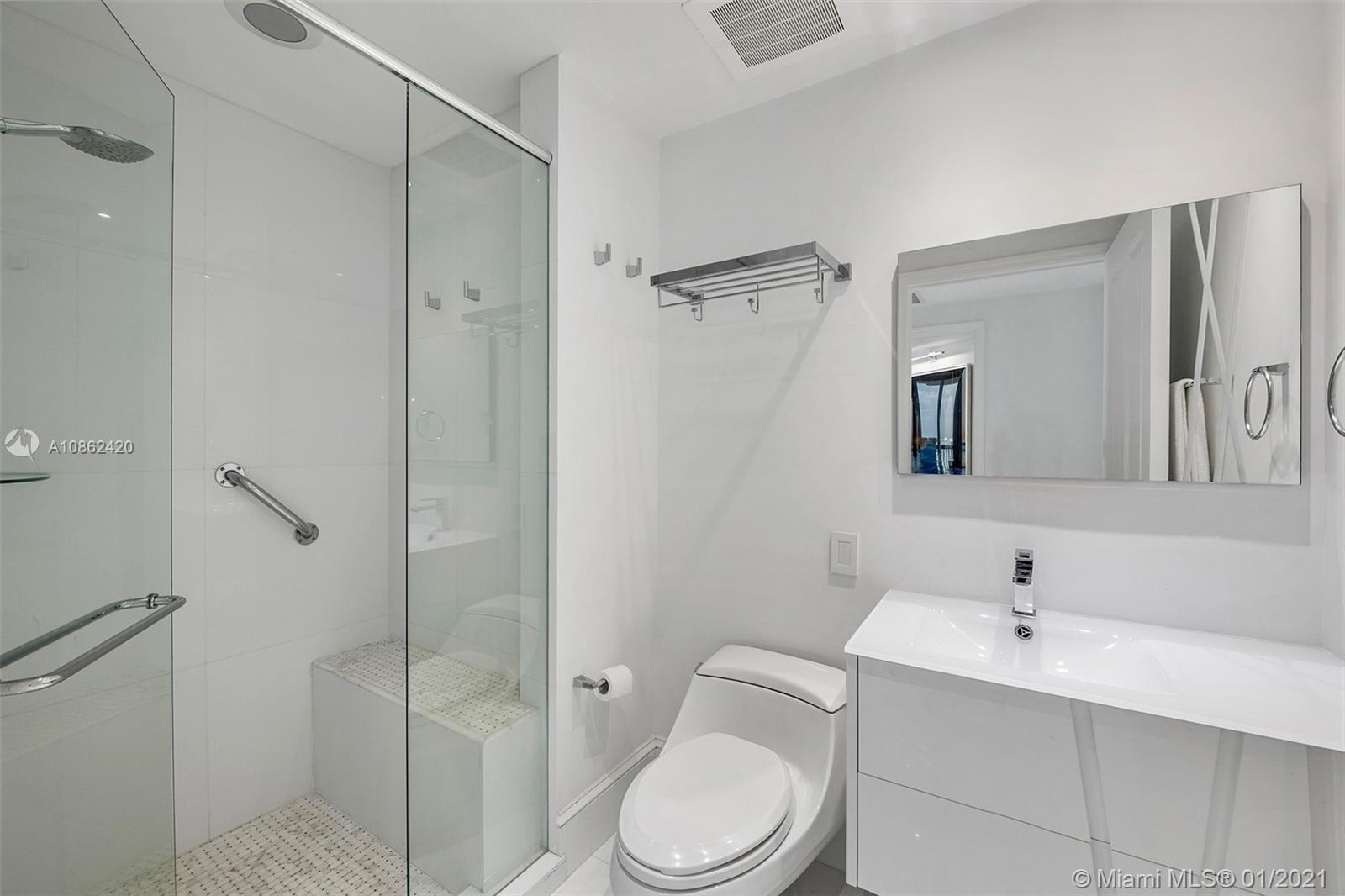 17875 Collins Ave #3504 photo04