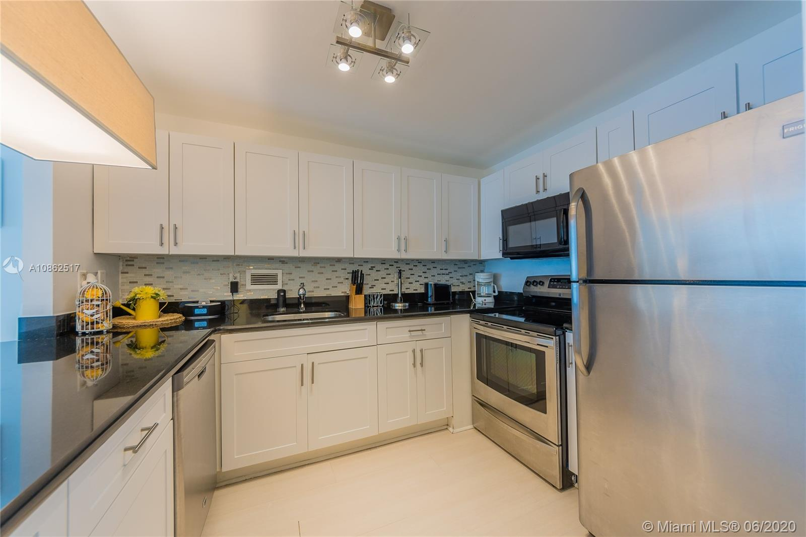 2301 Collins Ave #643 photo07