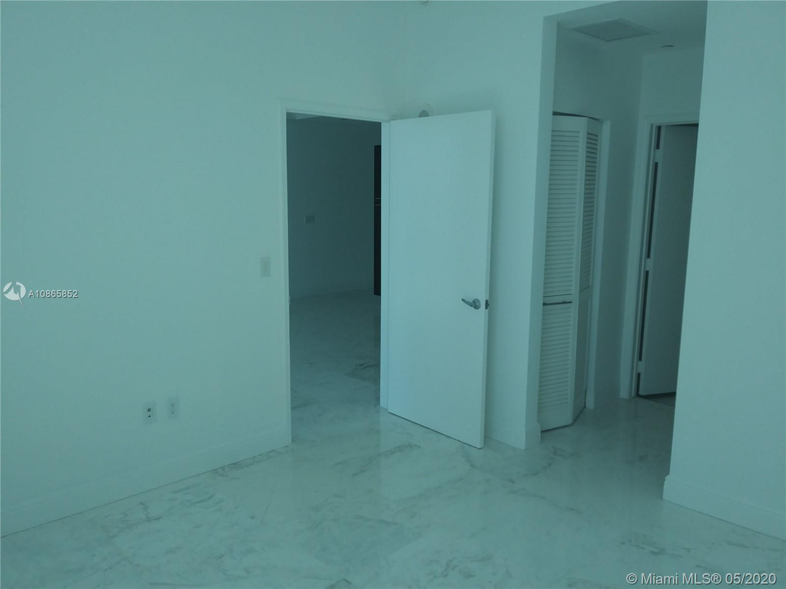 Photo of 950 Brickell Bay Dr #5207 listing for Sale