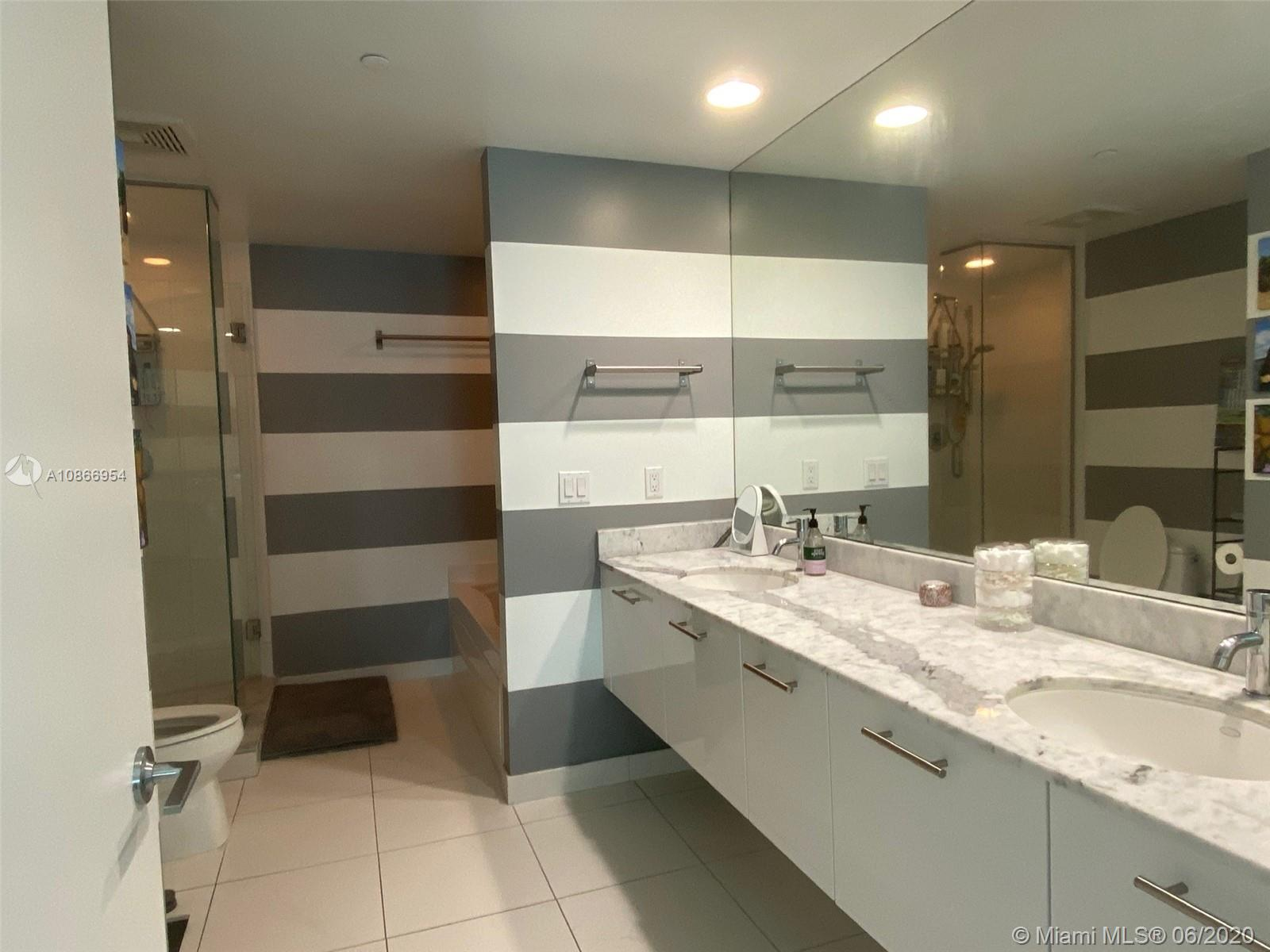 Photo of 55 SE 6th St #3005 listing for Sale