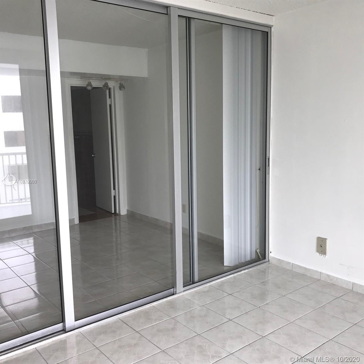 5401 Collins Ave #511 photo072