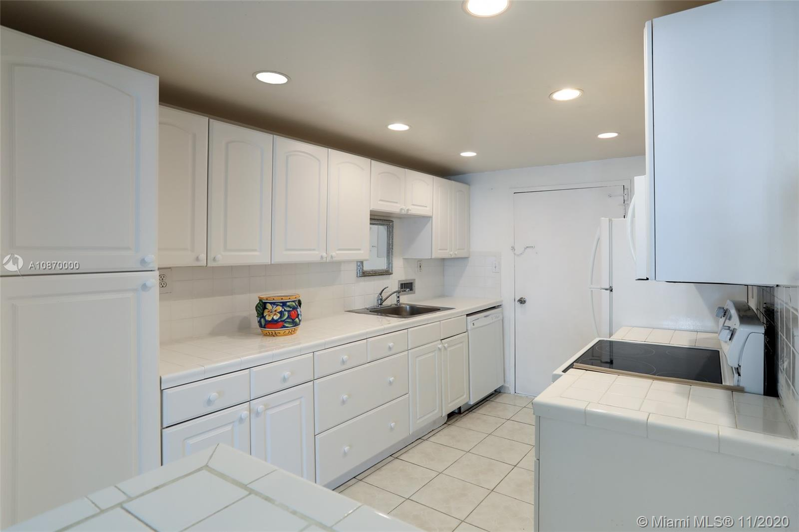 5401 Collins Ave #511 photo05