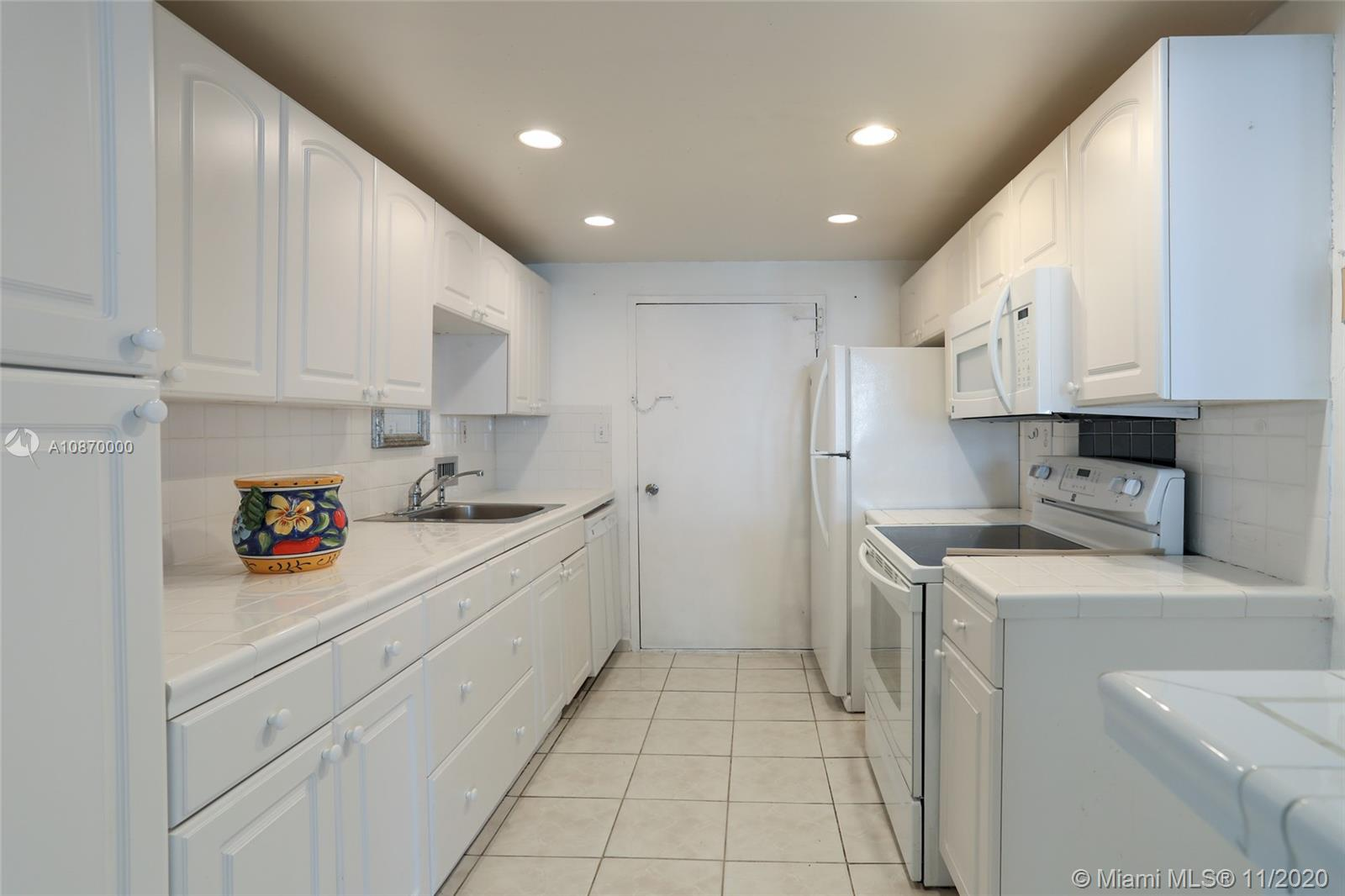 5401 Collins Ave #511 photo04