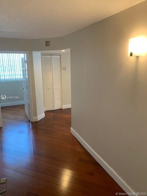 6917 Collins Ave #414 photo02