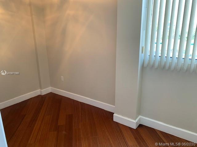 6917 Collins Ave #414 photo03