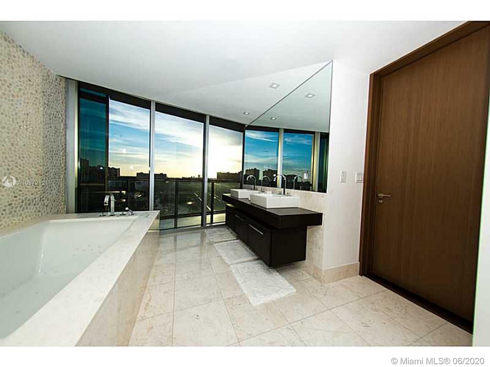 17121 Collins Ave #908 photo016
