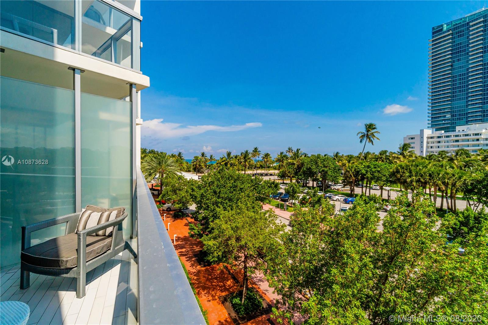 2201 Collins Ave #302 photo01