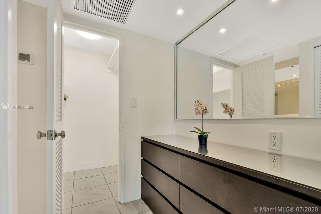 5225 Collins Ave #408 photo021