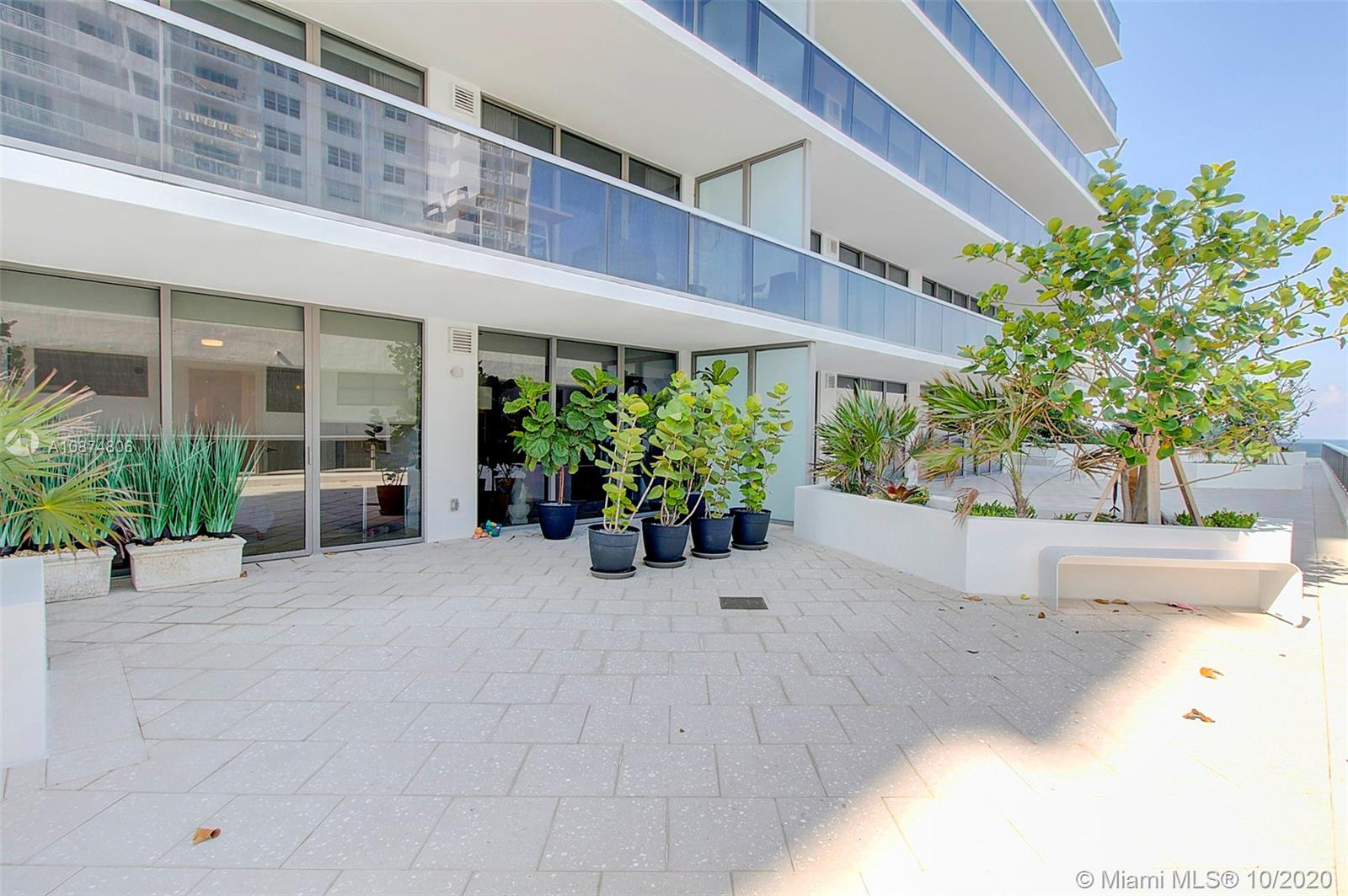 5875 Collins Ave #504 photo03
