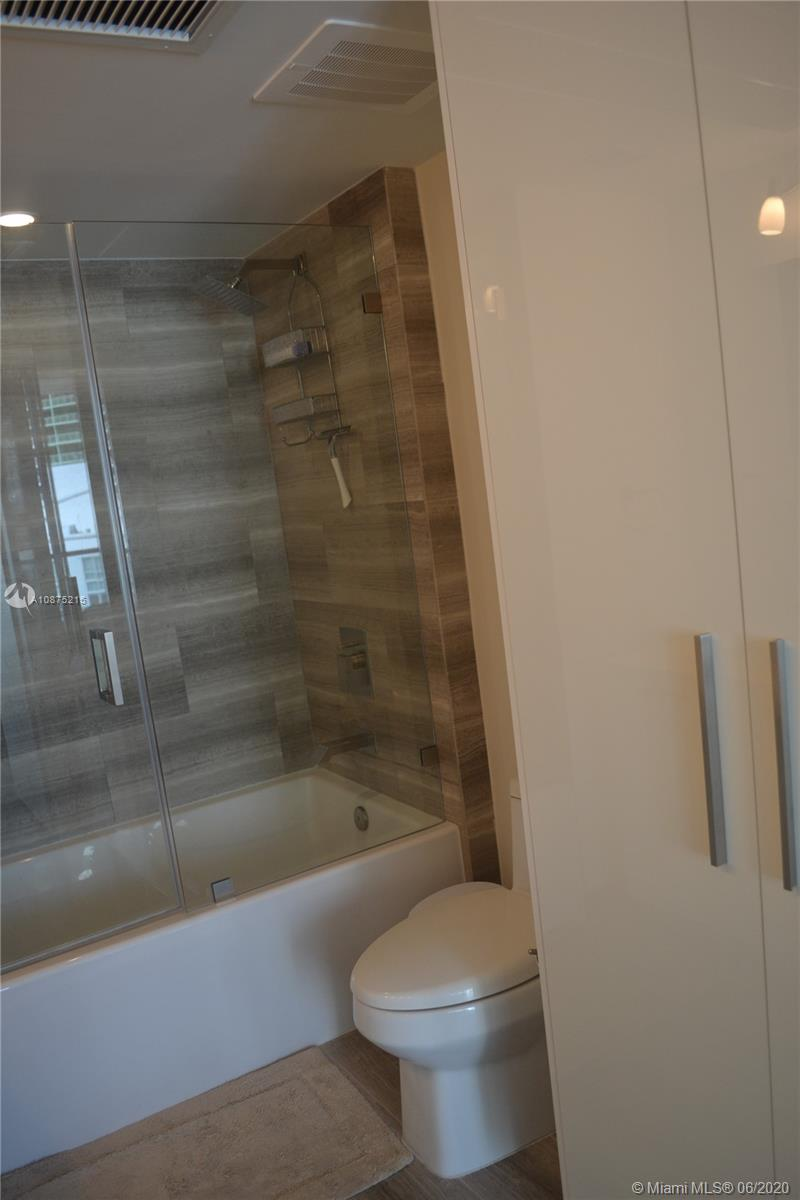 1300 Brickell Bay Dr #2511 photo012