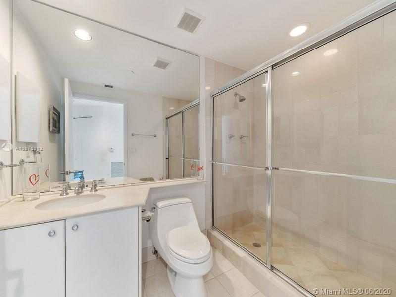 300 S Pointe Dr #606 photo06