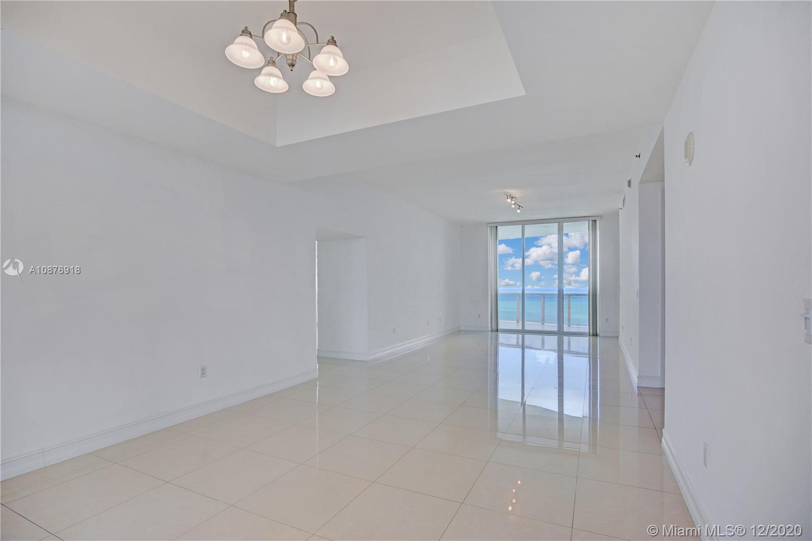 15901 Collins Ave #2104 photo01