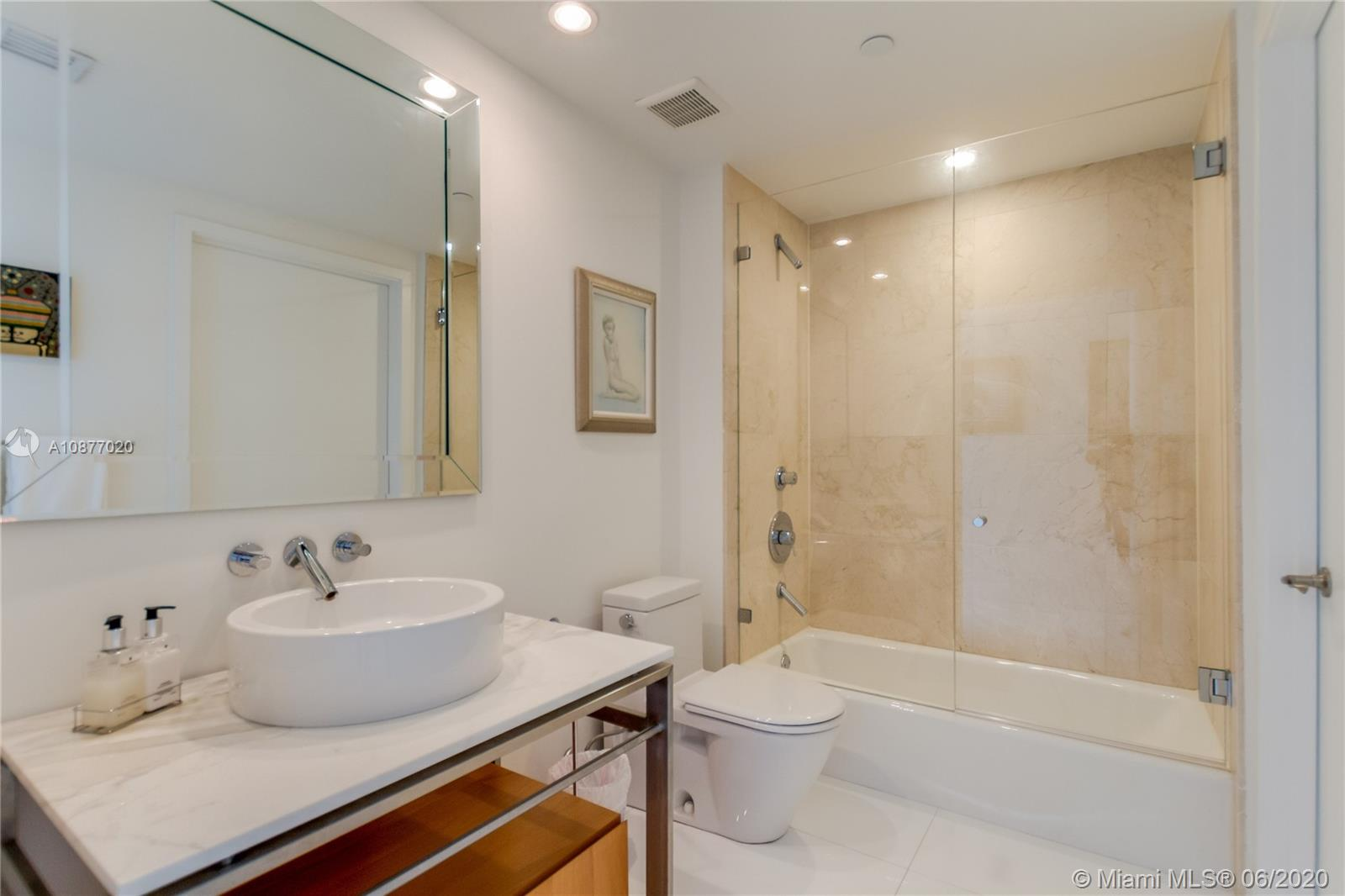 6000 Collins Ave #519 photo014