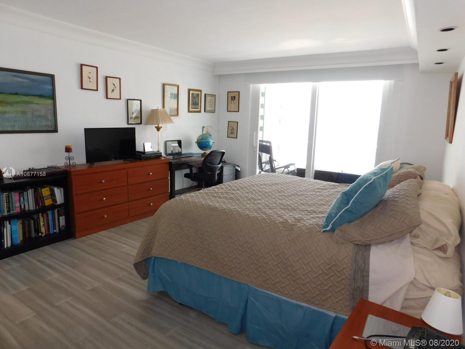 5401 Collins Ave #828 photo012