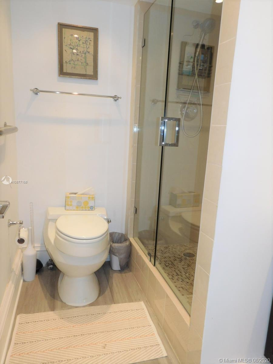 5401 Collins Ave #828 photo011