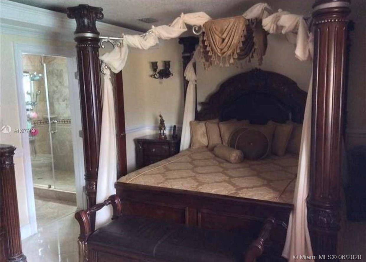 Master bedroom, with private bathroom and walking closet.