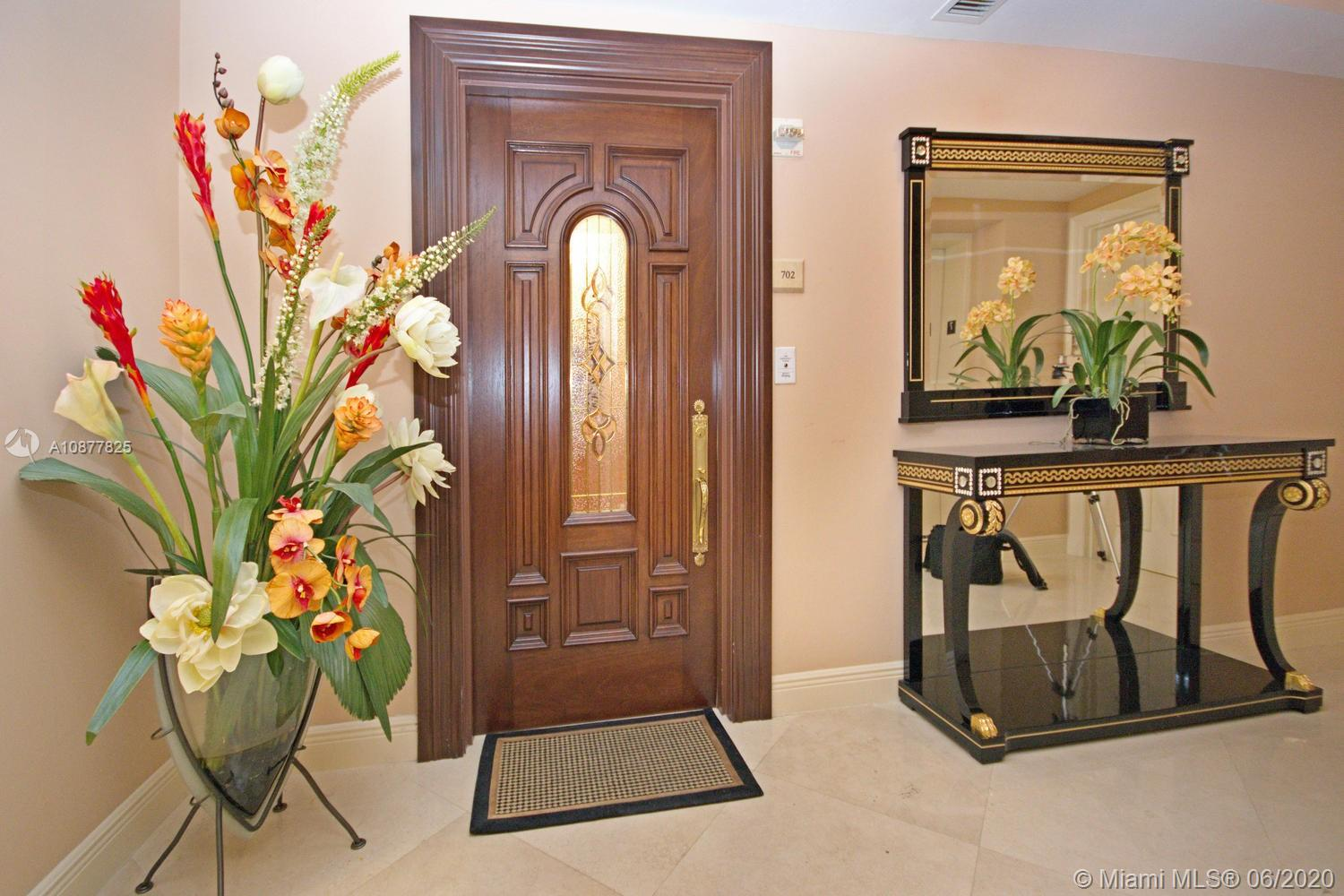 17875 Collins Ave #702 photo02
